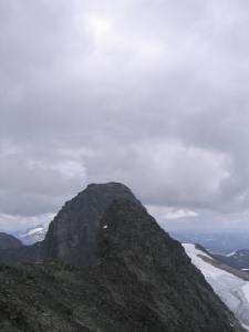 Søndre Soleibotntind 2049 moh er på ryggen mot Ringstind