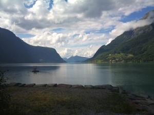Utsikt fra Skjolden. Fjellet Molden lengst ute