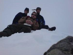 Vestraste Austanbotntind 2020 moh. Legg merke til hvordan vinden tar i luestroppen til Fridtjov