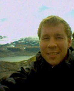 Rondvatnet ved Rondvassbu sees i bakgrunnen fra toppen av Vinjeronden