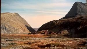 Rondvassbu og Storronden opp til høyre. Foten av Veslesmeden til venstre, Rondvatnet i senter